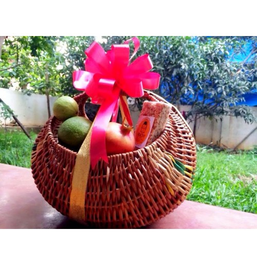 """Fresh Organic Fruit"" Gift Basket"
